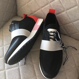 NEW STEVE MADDEN SNEAKERS SIZE 8.5